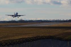 Dopravní letoun odlétá z Letiště Václava Havla Praha