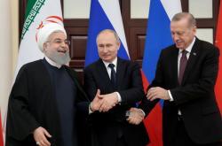 Hasan Rouhání, Vladimir Putin a Recep Tayyip Erdogan během summitu v Soči