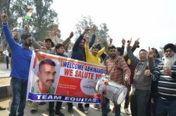 Indové slaví propuštění pilota Abhinandana Varthamana