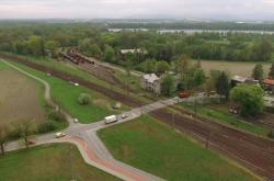 Železniční přejezd ve Studénce na úpravy zatím čeká