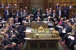 Premiérka Mayová odpovídá na interpelace poslanců