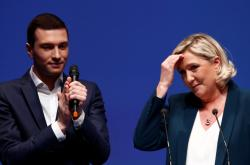 Jordan Bardella a Marine Le Penová