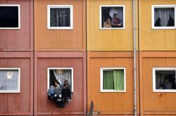Romské rodiny v kontejnerovém domě