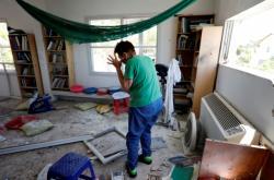 Izraelská žena v domě zasaženém palestinskou raketou
