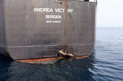 Poškozený tanker Andrea Victory v saúdskoarabském přístavu Fudžajra