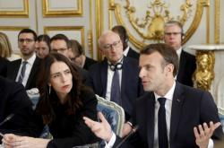 Jacinda Ardernová a Emmanuel Macron