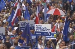 V Polsku vyšli do ulic příznivce EU