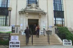 Volební stanice v Británii