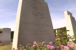 Vojenský hřbitov leží 30 minut od přístavu Portsmouth