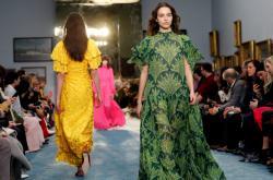 Přehlídka šatů značky Carolina Herrera