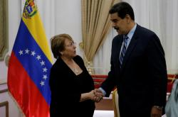 Michelle Bacheletová a Nicolas Maduro