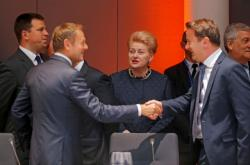 Předseda Evropské rady Tusk s dalšími lídry na summitu v Bruselu