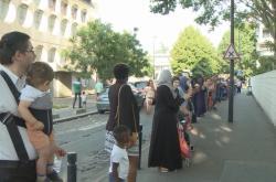 Lidský řetěz proti drogám u pařížské školy