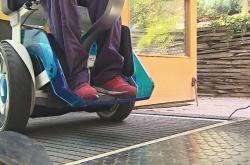 Přístup s překážkami je pro vozíčkáře a turisty s kočárky komplikovaný