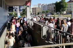 Na Pražského povstání musí lidé do metra chodit oklikou