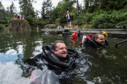 Potápěči po překonání rekordu v pobytu pod vodou
