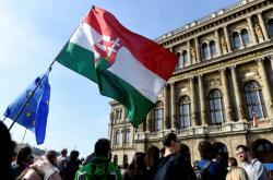 Vědci protestují před sídlem maďarské akademie věd