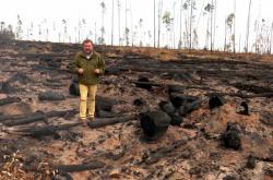 Miroslav Karas ve shořelém sibiřském lese