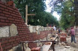 Rekonstruovaná zeď ve Slavkově