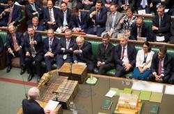 Britský parlament projednává brexit