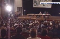 Jedno ze studentských diskuzních fór v roce 1989