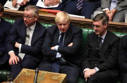 Michael Gove, Boris Johnson a Jacob Rees-Mogg v Dolní sněmovně