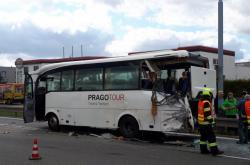 Na Vídeňské ulici se srazil autobus s nákladním vozem