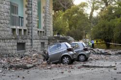 Následky zemětřesení v albánské Tiraně