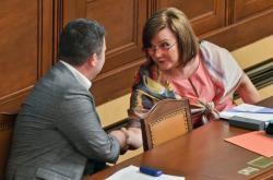 Místopředseda vlády a předseda ČSSD Jan Hamáček a ministryně financí Alena Schillerová (za ANO)
