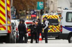 Při útoku na pařížské prefektuře zemřeli čtyři lidé