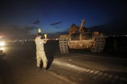 Turecké armádní manévry u hranice se Sýrii