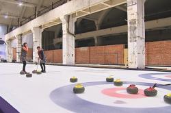 V Nové Zbrojovce vznikly dvě curlingové dráhy