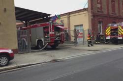 Hasiči zasahovali u požáru výrobní linky v textilní firmě Sametex v Kraslicích na Sokolovsku.