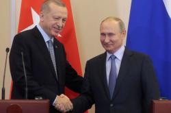 Turecký prezident Recep Tayyip Erdogan se svým ruským protějškem Vladimirem Putinem po společném jednání