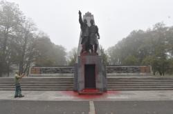 Poškozený amátník Rudé armády v Komenského sadech v Ostravě