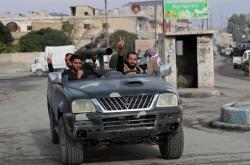 Syrští bojovníci podporovaní Tureckem