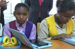 Dívky se zrakovým postiženám v Etiopii