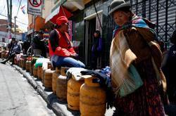 Kvůli blokádě ropné rafinerie stáli obyvatele La Pazu fronty na zemní plyn