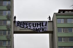 Protest na budově Severočeské energetické
