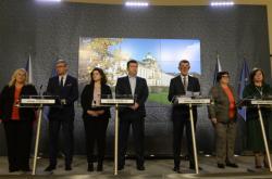 Premiér a část ministrů po jednání vlády