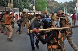 Indická policie zasahuje proti účastníkům demonstrace