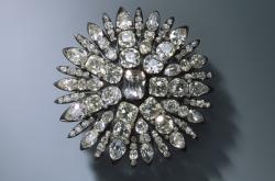 Šperk z drážďanské klenotnice, jejichž fotografie zveřejnila policie