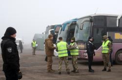 Ukrajinská prezidentská kancelář potvrdila začátek výměny vězňů se separatisty na Donbase a vydala několik fotek