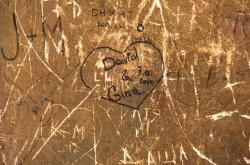 Poničená omítka českokrumlovského zámku