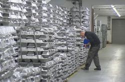 Odebírání vzorků hliníku ze státních rezerv