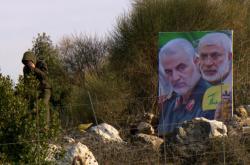 Kásim Solejmání a Abú Mahdí Muhandis na portrétu vztyčeném u izraelské hranice