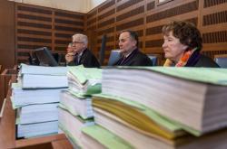 Krajský soud v Hradci Králové začal projednávat případ rozsáhlých podvodů s úrazovým pojištěním