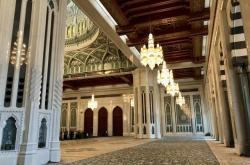 Interiér Velké mešity v Maskatu