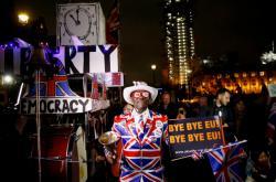 Zastánci brexitu oslavují v ulicích Londýna