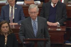 Šéf republikánů v Senátu Mitch McConnell během impeachmentu